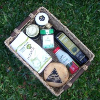 canasta con productos orgánicos