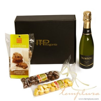 champagne y dulces para brindis