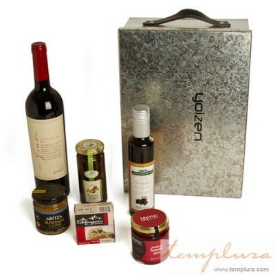 regalo con vino en caja de metal