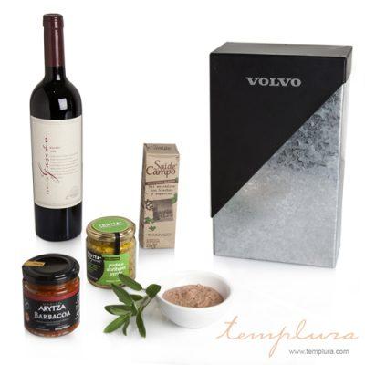 Caja de vino y productos